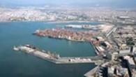 İzmir körfezinin doğusunda yer alan İzmir limanına yaklaşmada, Yenikale geçidini markalayan fener şamandıraları arasından geçerek girilir. İzmir limanının güney doğusu (30 25 10N, 27 07 48E) mevkiinde yer alan pasaport...