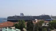 Dünyanın en teknolojik, yeni ve lüks kurvaziyer gemisi Koningsdam, bugün İstanbul Karaköy Limanı'na demirledi. Dünyanın en son teknolojisiyle donatılan ve 10 Nisan 2016 tarihinde suya indirilerek ilk seferine çıkan Holland...