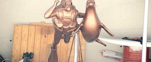 Merhum işadamı Mustafa V. Koç'un mavi sulara olan sevgisini simgeleyen bir heykel yapıldı. Merhum işadamı Mustafa V. Koç'un mavi sulara olan sevgisini simgeleyen bir heykel yapıldı. Koç'u, nesli tükenmekte olan...