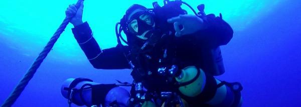 Asutay Akbayır ve Gözde Kuşakcıoğlu, Türkiye'nin en derin tüplü dalışını Kaş'ta gerçekleştirerek 150 metreye inmeyi başardılar. Yüzeyden gaz bağlantısı ve başlık olmaksızın bağımsız dalış donanımlarıyla gerçekleştirdikleri bu zorlu ve derin...