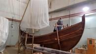 """Marmaray ve Metro projeleri kapsamında yürütülen arkeolojik kazılar sırasında Yenikapı'da bulunan ve """"Dünyanın en büyük batık gemi koleksiyonu"""" kabul edilen 37 eserden """"Yenikapı 12″ adlı teknenin replikası yapıldı. Rekonstrüksiyon çalışmalarına..."""