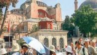İstanbul'a 2016 yılında gelen yabancı ziyaretçi sayısı yüzde 26 ile azalış ile son 16 yılın en sert düşüşünü gerçekleştirerek 9,2 milyona geriledi. İstanbul Kültür ve Turizm Müdürlüğü tarafından yapılan açıklamaya...