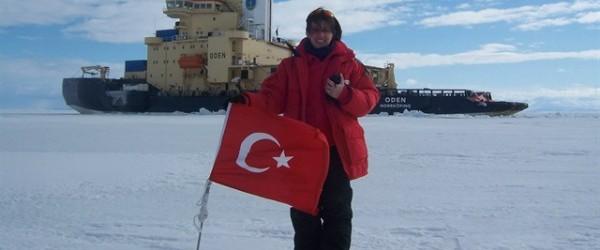 """Bilim Sanayi ve Teknoloji Bakanlığı'nın görevlendirildiği """"Antarktika kıtasına üs kurma konusundaki çalışmalar"""" hızlanıyor. Cumhurbaşkanı Recep Tayyip Erdoğan'ın talimatıyla Bilim Sanayi ve Teknoloji Bakanlığı'nın görevlendirildiği """"Antarktika kıtasına üs kurma konusundaki çalışmalar""""..."""