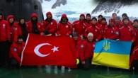 Antarktika'da Türk üssü kurulması yönünde çalışmalar sürerken bir Türk bilim insanı olan Yrd. Doç. Dr. Mehmet Arda Tonay'da uluslararası bir çalışma için yola çıktı. Türk bilim insanları, dünyanın en soğuk,...