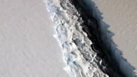 Antarktika kıtasından kopan dev buz dağının okyanusa doğru sürüklenmeye devam ettiği bildirildi. BBC'de yer alan haberde,Çarşamba kıtanınkuzeybatısındakiLarcen C buz sahanlığından kopan 6 bin kilometrekare genişliğindeki buz dağının uydu görüntülerindekıyı ile...