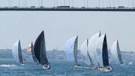 Deniz Kuvvetleri Kupası'nın startı, Kuzey Deniz Saha Komutanı Tümamiral Ahmet İskender Yıldırım tarafından verildi. Kayıtlı 39 teknenin tamamının katıldığı yarış, Çengelköy önlerindeki 12-14 knot'lık kuzeyli rüzgarla hızlı başladı. Ancak Marmara'ya...