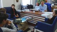 Sığacık'taki Teos Marina'da bölgedeki genç sporcular için heyecan verici gelişmeler yaşanıyor. Marina alanında yer alan Teos Yat ve Yelken Kulübü özellikle maddi durumu elverişli olmayan çocukları yelken sporuna kazandırmayı hedefliyor....