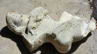 Muğla'nın Datça ilçesinde yaşayan Muhammet Yüksel (57), gözlük ve şnorkelle yüzerken deniz dibinde aslan yavrusunu emziren mermer kadın heykeli buldu. Heykel, Marmaris Müze Müdürlüğü'ne gönderilmek üzere jandarma karakoluna teslim edildi.Datça...