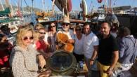 Bodrumlu sünger avcısı Aksona Mehmet, yeni nesillere sünger avcılığını aktarmak için çıktığı Bozcaada seferinin ardından Bodrum'da törenle karşılandı. Halil Aktaş, Özdemir Gemici ve Ferhat Borucu ile birlikte Bodrum'dan yelken açarak...