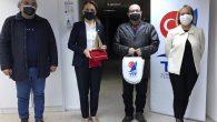 Darıca Yelken Kulübü Başkanı Tuğrul Köşker, TYF Başkanı Özlem Akdurak'ı İzmir ofisinde ziyaret etti. Ziyarette Darıca'da yelken sporunun gelişimi üzerine fikir alışverişinde bulunuldu. Türkiye Yelken Federasyonu