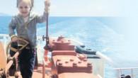 1 yaşından beri uzak yol kaptanı babası ve Türkiye'nin ilk kadın uzak yol gemi başmühendisi annesiyle birlikte hayatı gemide geçen 4 yaşındaki Mercan daha şimdiden dünyanın etrafını tam iki kez dolaşacak kadar denizlerde kaldı Babası uzak yol kaptanı annesi Türkiye'nin […]