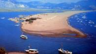 Türkiye'nin denize açılan tek gölü olan Köyceğiz'in, Dalyan Kanalı'yla buluştuğu noktadaki kum hareketliliği nedeniyle yaşanan doğa olayı görenlerin ilgisini çekerken, bilim adamları tarafından da inceleme konusu oluyor. Muğla'nın Ortaca İlçesi'nde deniz kaplumbağası Caretta Caretta'ları ile dünyaca ünlü İztuzu Plajı'nı Dalyan […]