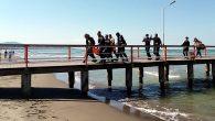 Samsun'da denizde yüzerken boğulma tehlikesi geçiren 14 yaşındaki Irak uyruklu çocuk, dalgıçlar tarafından sudan çıkarılarak hastaneye kaldırıldı. Olay, Samsun'un Atakum ilçesi Çobanlı İskelesi'nde meydana geldi. Edinilen bilgiye göre, 14 yaşındaki Irak uyruklu Murtaza B.H. serinlemek için denize girdi. Yanındaki arkadaşları […]