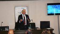 """İMEAK Deniz Ticaret Odası İskenderun Şubesi tarafından düzenlenen 'İskenderun'da Sualtı Arkeoloji Söyleşisi', büyük bir katılımla gerçekleştirildi. Söyleşiye katılanlar, daha sonra """"Geçmişin İletişim Mecrası Hatıra Mendilleri Sergisi""""ni gezdi. İMEAK Deniz Ticaret Odası İskenderun Şubesi'nin davetlisi olan Türkiye Sualtı Arkeolojisi Vakfı Başkanı […]"""